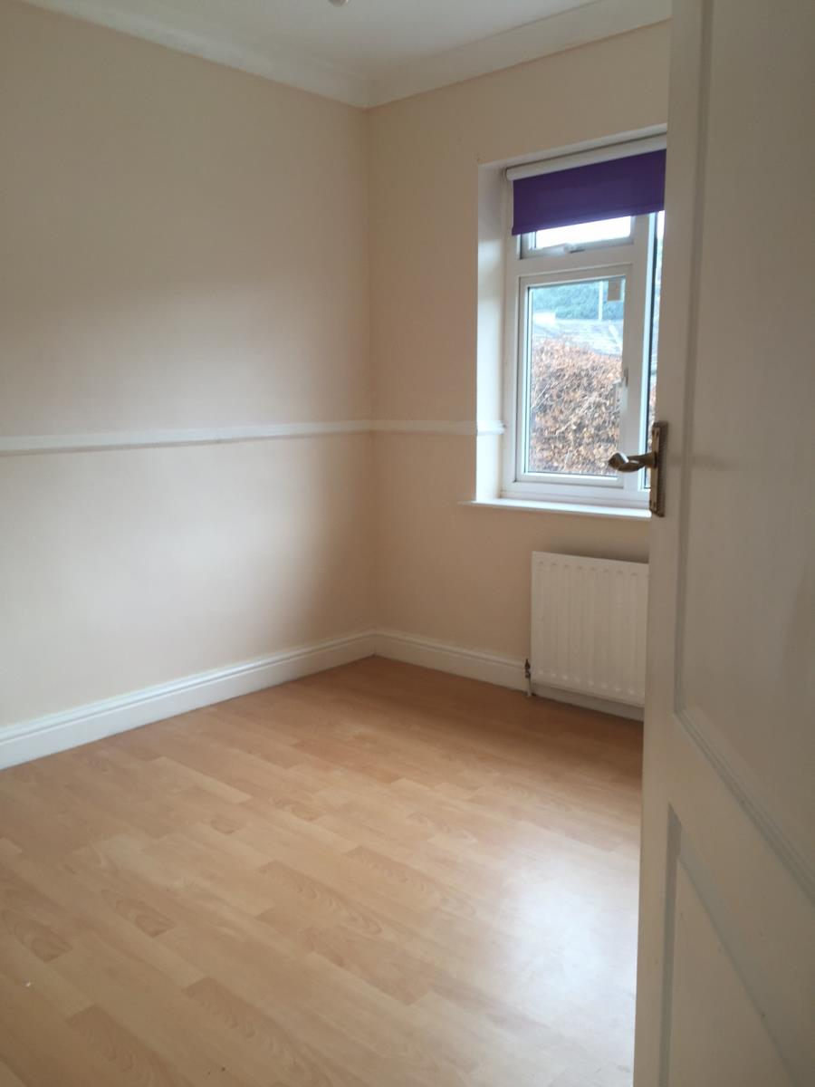 3 Bedroom Semi Detached House To Rent Rose Gardens: 3 Bedroom Semi-Detached House Let In Bradford, BD11
