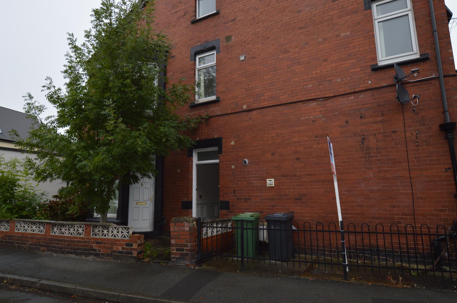 3 Bedroom Apartment To Let in Leeds, LS8